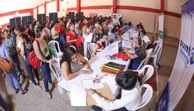 Cartes anuncia capacitación y empleo para jóvenes y mujeres, desde la ANR