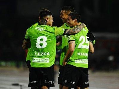 Víctor Velázquez anota un golazo de cabeza en victoria del Juárez