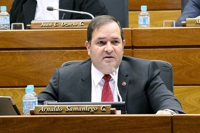 El diputado Arnaldo Samaniego mostró sus dotes de cantante