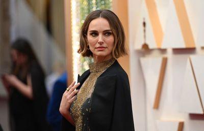 Rosa, blanco y negro, y estilos fuera de serie en la alfombra roja del Óscar
