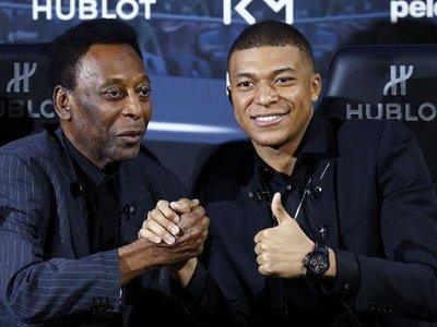 """Pelé sufre """"cierta"""" depresión debido a problemas de salud"""