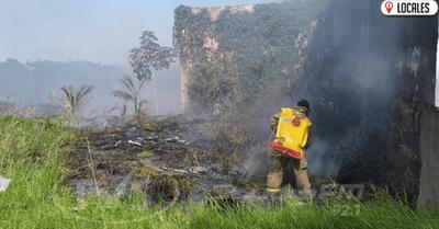 Mediante un arduo trabajo, Bomberos lograron evitar que el incendio se propague