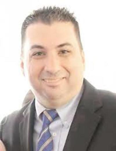 Exjefe de prensa de la comuna esteña denuncia coacción para declarar en contra Javier Zacarías