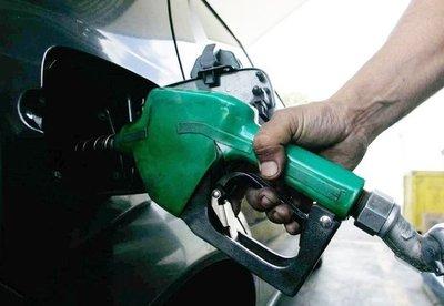 Empresarios amenazan con suba del precio de la nafta