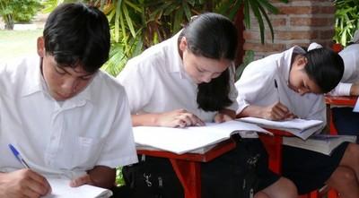 Unión Europea condiciona apoyo a futuros programas educativos
