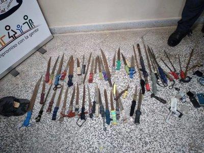 Incautaron 34 cuchillos y nueve estoques en penal de Concepción