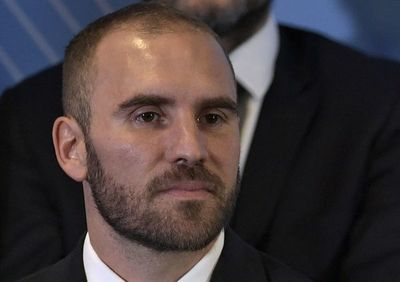 Argentina posterga pago de capital de bono 48 horas antes de vencimiento