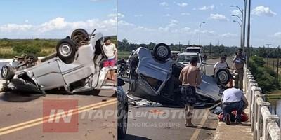AUTOMÓVIL VUELCA SOBRE RUTA 8 EN EL PUENTE TEBICUARY