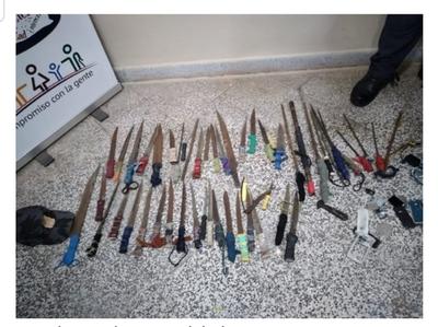Incautan armas blancas en el penal de Concepción