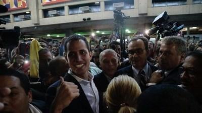 Guaidó regresa a Venezuela tras segunda gira internacional