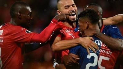 HOY / El equipo de Aldo Bobadilla avanza en la Copa Libertadores