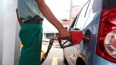 HOY / ¿Subirá o no la nafta? Petropar mantendrá su precio, mientras emblemas privados negocian