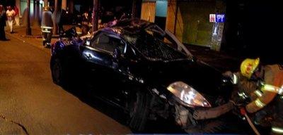 Conductor sale despedido de su auto tras cuádruple choque sobre Eusebio Ayala
