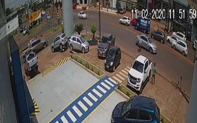 Hurtan dinero de una camioneta
