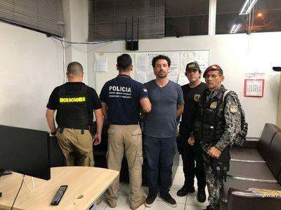 Expulsan a abogado brasileño buscado en su país