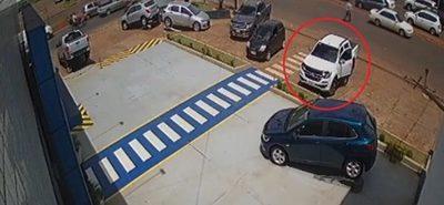 Inhibidor de señales en acción: En segundos roban dinero de camioneta
