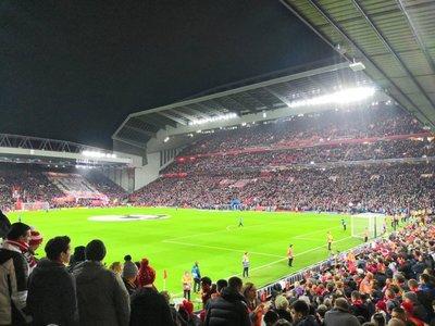 Liverpool planea ampliar la capacidad de Anfield a 61.000 espectadores