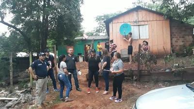 Allanamiento en el barrio Remansito en busca de una niña