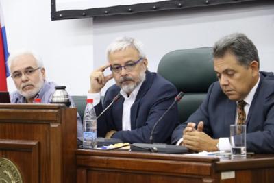No se necesita tercerizar los servicios de imágenes por parte del IPS, dice senador