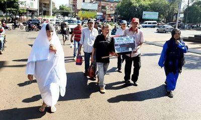 Manifestación para reclamar asistencia monetaria estatal