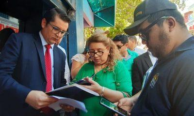 Municipalidad de CDE recupera espacio público donde operaba galería