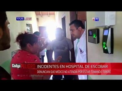 TOMANDO TERERÉ, MÉDICO PIDE ESPERAR MEDIA HORA MÁS A PACIENTE