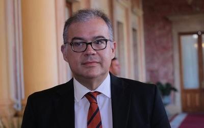Julio Ullón presenta su candidatura a la Intendencia Municipal de Asunción.