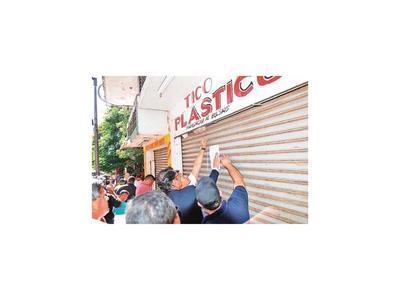 CDE: Comuna  recupera galería construida en espacio público