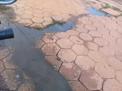 Aguas cloacales frente a terminal de ómnibus