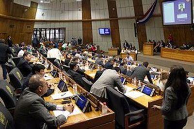 Concejal Departamental toma el guante y retruca a Kattya. Pide que se reduzca a la mitad cantidad de parlamentarios