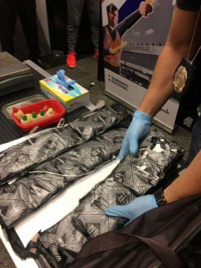 Cae pasajero por supuesto intento de traslado de droga a España