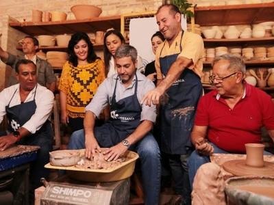 Jefe de Estado visitó a artesanos de la ciudad de Areguá