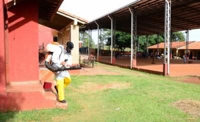 Limpian y fumigan escuelas a días de iniciar las clases