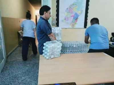 Essap sigue con la distribución de botellas de agua a hospitales