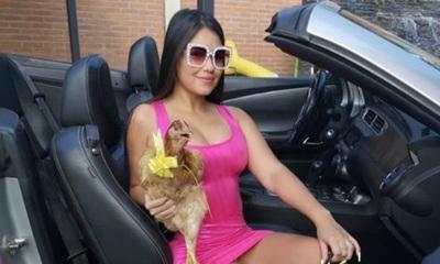 Laurys Diva recibió una gallina como regalo por San Valentín