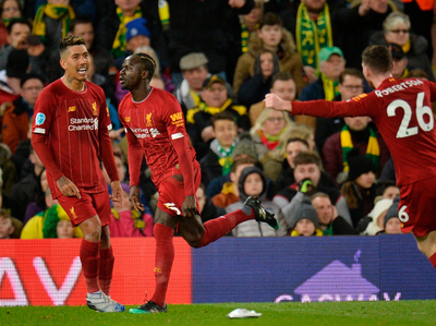 Liverpool gana y acaricia el título de la Premier League