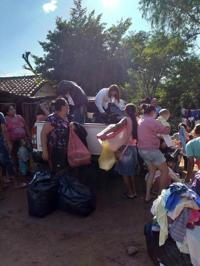 Asisten a pobladores de San Isidro con asistencia médica y vestimenta