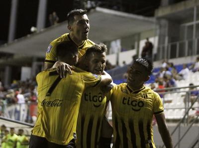 Guaraní lo gana sobre el final y llega a la cima