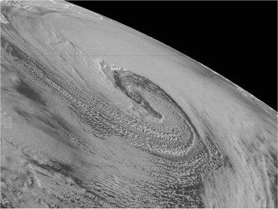 Un ciclón bomba formado sobre el Atlántico se acerca a Europa