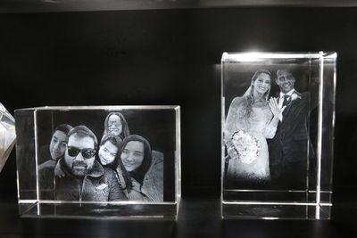 Rochester innova en impresión de fotos láser en cristal 2D y 3D