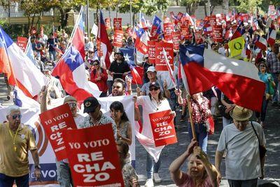 Protestas en Chile a favor y en contra de una nueva Constitución