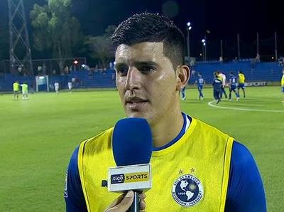 """El """"Mudo"""" Valdez, goleador y figura en Villa Elisa"""