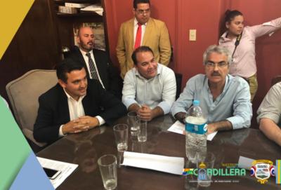 Gobernador de Cordillera acompaña a manifestantes en el Ladrillazo