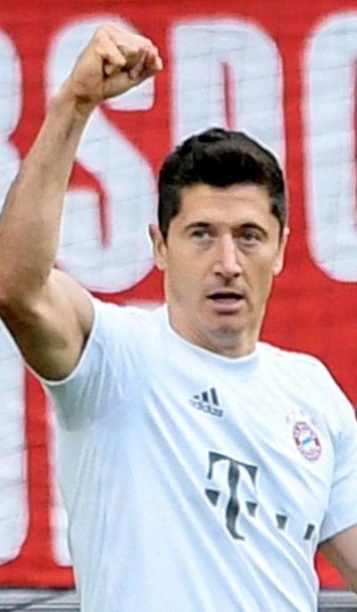 Bayern golea  y se mantiene puntero