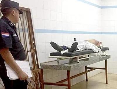 Hombre muere apuñalado tras una riña frente a discoteca
