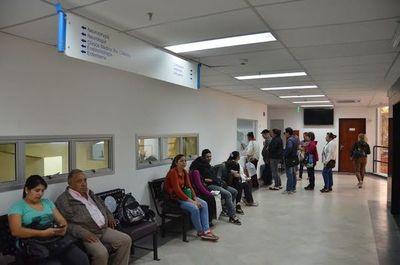 Hay un correcto abastecimiento de insumos en hospitales para pacientes febriles