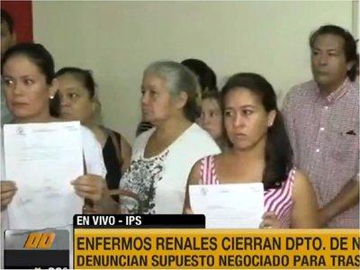 Pacientes de Nefrología de IPS protestan contra traslados