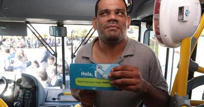 Personas con discapacidad visual reciben tarjetas de Billetaje Electrónico