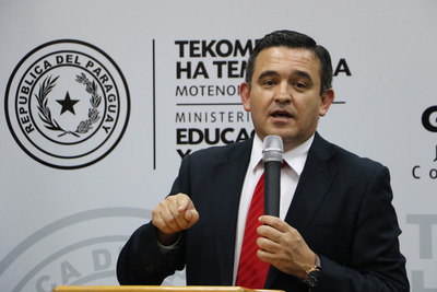 Petta pidió perdón y sigue al frente del Ministerio de Educación