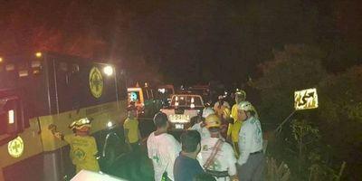 Once muertos al caer un autobús a un barranco en El Salvador
